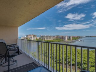 Stunning views and easy beach access 500' away!