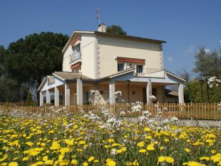 Canyes Cottage of 360 m2, private forest, Golf & Wine Area, views of Montserrat
