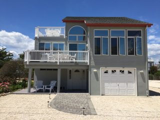 Freshly Renovated Beach Escape - One House Off Beach And Sleeps 10!