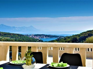 Villa Lokanjac with Pool and panoramic seaview, **Super-Lastminute**