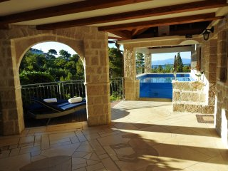 Villa with Pool, Sauna, Jacuzzi and view of island Hvar