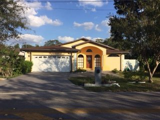 Theme Park Vacation Home ~ Centrally Located to several Tampa Bay Attractions