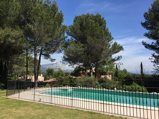 House-studio with fantastic view and swimming pool, 5 min from Aix en Provence