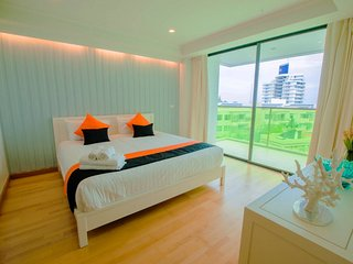 Front Sea View Two-Bedroom Apartment with Sofa Bed_6H - Rocco HuaHin Condominium