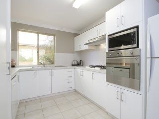 Applecross Townhouse By Swan, clean, comfort, affordable in a perfect location.