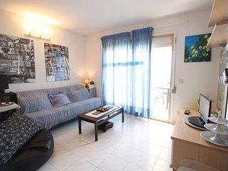Spacious apartment a short walk away (231 m) from the 'Playa de Vilafortuny' in