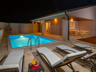 Vacation home Terrano ,a gorgeous house with a swimming pool near Rovinj