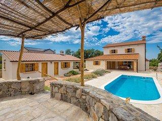 15601 Wunderschöne rustikales Ferienhaus mit privat Pool