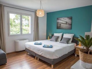 Spacious Family room in Ocean Garden B&B Villa
