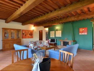 House in the center of Bucine with Air conditioning, Parking (456773)