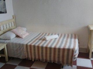 Habitacion individual con bano compartido. 4