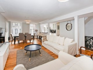 Gorgeous Renovated Historic Duplex - Ten Minutes to NYC!