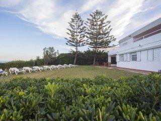 Spacious villa a short walk away (52 m) from the 'Playa Segundo Montañar' in Xàb