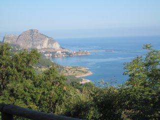 Villa immersa nel verde con splendida vista sul mare
