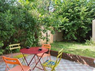 CHEZ CASIMIR - grand 2 pieces avec jardin - 1 a 4 personnes