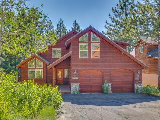 Bright lodge w/ private hot tub & pool table and shared pools, saunas & gym!
