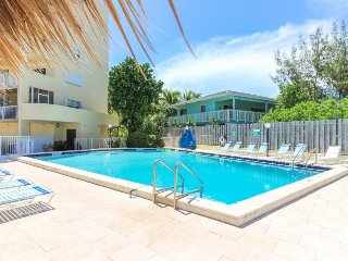 Colorful beachside condo w/ shared pool & hot tub - see the ocean from your deck