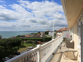 Lovely 2 Bed Apartment in Burlington Mansions with Panoramic Sea Views - FM6060