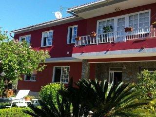 Se alquila casa en Cangas del Morrazo, Pontevedra, con jardín, barbacoa.