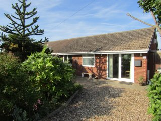 Holiday Bungalow in Sutton on Sea 50 meters from miles of beach