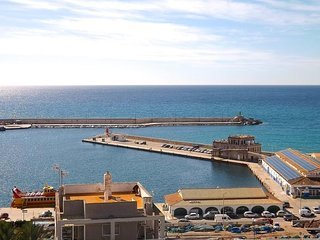 Cozy apartment a short walk away (123 m) from the 'Playa Cantal Roig' in Calp wi