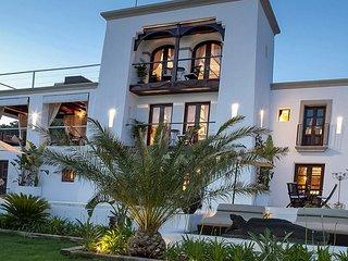 Grand Luxury Villa, Comfy and Elegant