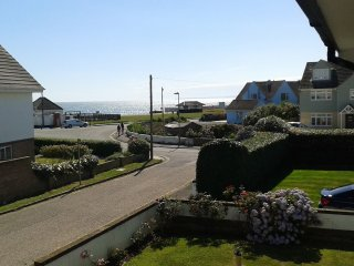 Detached house with sea view, 100m from beach and 800m from village with parking