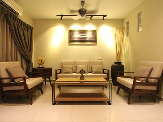 Susan's Impressive Home (16 Pax) - Nearby to Lost World of Tambun & Highway Exit