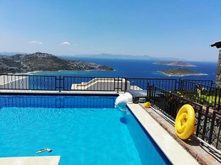 3 bedroom villa with private pool and seaview