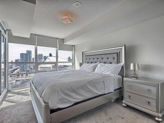 BREATHTAKING VIEW in Prime Location + FREE PARKING