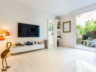 Stylish Apt Paris 16 Trocadero with private Garden near shopping street