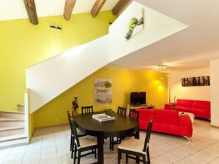 Spacious apartment in Marseille with Internet, Air conditioning