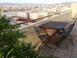 Cosy studio very close to the centre of Marseille with Lift, Internet, Washing m