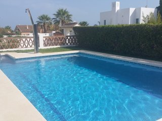House w/ pool -150 m from the beach