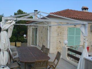 1er étage de 100 M2 d'une villa pleine de charme et près de tout
