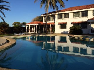 Villa on Bofa Beach, Kilifi with Pool and Staff