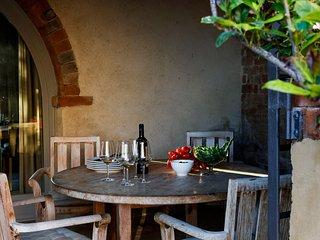 """Autencity and luxury in the Tuscan landscape. """"La strada"""""""