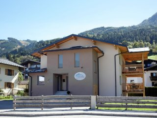 Country house in the center of Kaprun with Internet, Parking, Terrace, Garden