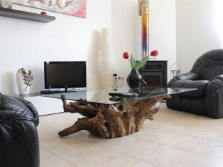 Cozy apartment in the center of Rio de Mouro with Internet, Washing machine