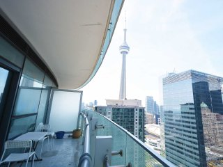 Luxurious 1 bdrm highrise condo viewing CN tower