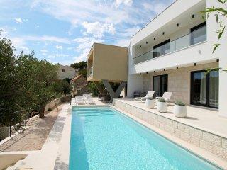 NEW! Luxurious Villa Olive Grove - private pool, sauna, biliards, 120m to beach