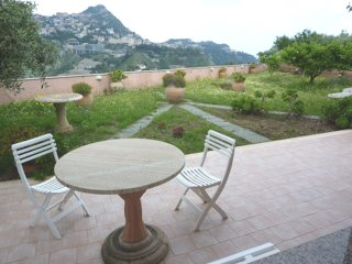 House with 2 rooms in taormina, with furnished terrace 3 km from the beach