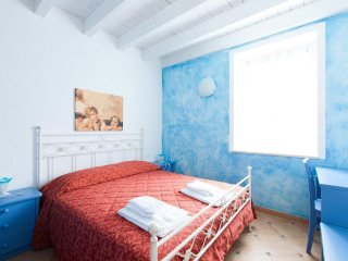 Cozy apartment in the center of San Felice del Benaco with Air conditioning, Ter