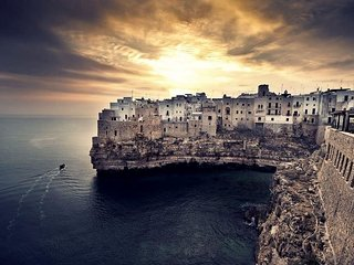 Spacious apartment in the center of Polignano A Mare with Parking, Internet, Was