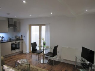 Spacious apartment very close to the centre of Cambridge with Parking, Internet,