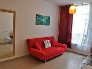 Cozy apartment very close to the centre of Bat Yam with Internet, Washing machin