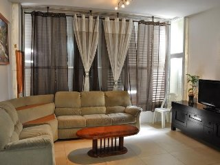 Spacious apartment very close to the centre of Bat Yam with Internet, Washing ma