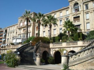 Studio in Cannes, with wonderful city view and WiFi - 500 m from the beach