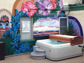 Two BR Suite , 30 second walk to beach and boardwalk,Hottub,