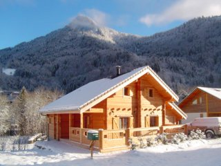 A 4 bedroom chalet with mountain views and a terrace – 2km from the ski slopes!